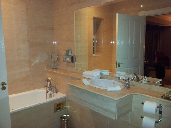 Ballygarry House Hotel & Spa:                   Suite