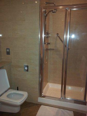 Ballygarry House Hotel & Spa:                   Bathroom Suite
