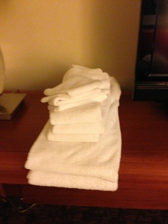Sheraton Suites Tampa Airport Westshore:                   towels for 4?
