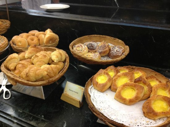 Sunway Putra Hotel:                   pastry buffet