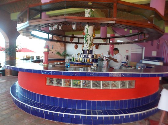Hotel Decameron Los Cocos: Beach Club Bar