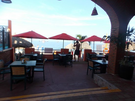 Hotel Decameron Los Cocos: Beach Club Dining