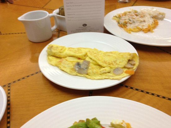 Sunway Putra Hotel:                   egg station, chapati station,
