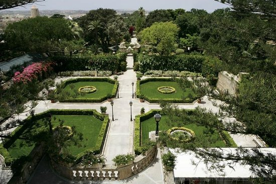 Palazzo parisio gardens picture of palazzo parisio for Jardin upper barraca