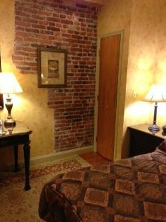 Penn's View Hotel:                   Room with exposed brick and wood floors