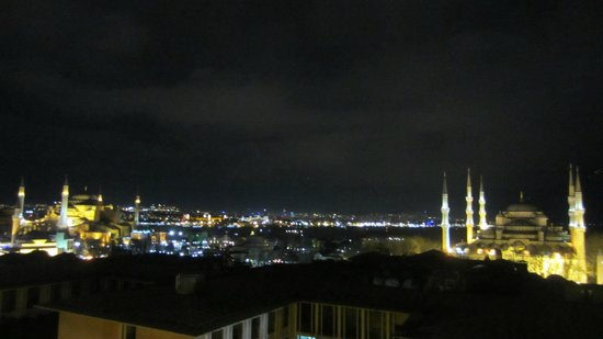 Deluxe Golden Horn Sultanahmet Hotel:                   View from the room