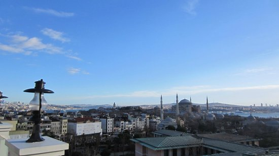 Deluxe Golden Horn Sultanahmet Hotel:                   View from the terrace restaurant