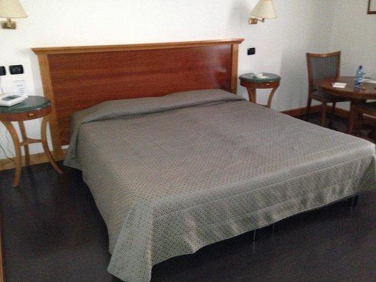 Hotel Diplomatic:                   Stanza