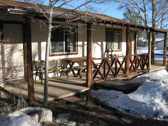 Laguna Vista Lodge:                   Another view of cabin porch