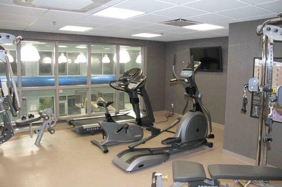 Best Western Plus Eastgate Inn & Suites: Fitness Room over looking the pool