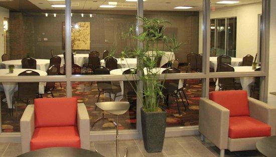 Best Western Plus Eastgate Inn & Suites: Lobby looking into Meeting Room