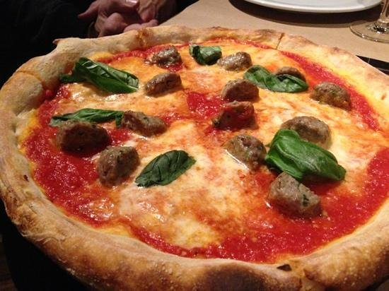Borgata Hotel Casino & Spa: Italian restaurant has awesome Brooklyn pizza
