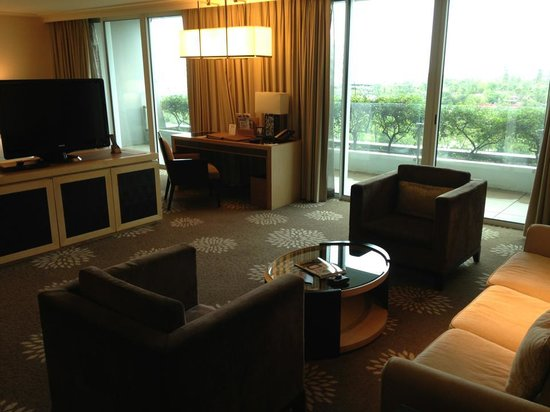 Marina Bay Sands:                   TV/Lounge area