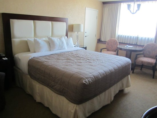 Nugget Casino Resort :                   Comfortable king sized bed