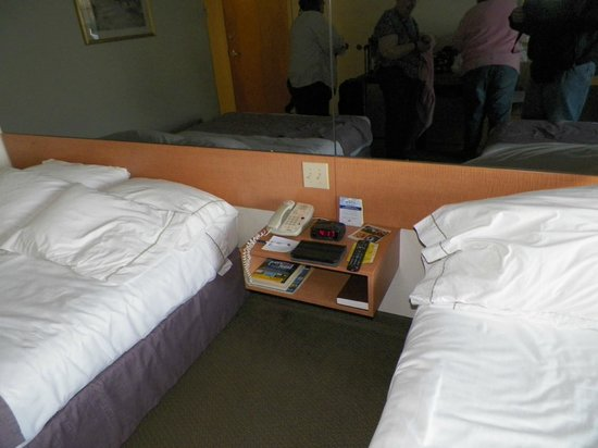 Microtel Inn & Suites by Wyndham Plattsburgh: remote to tv, full cable with HBO
