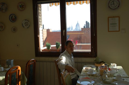 Budavar Bed & Breakfast:                   Petit déj complet et intime