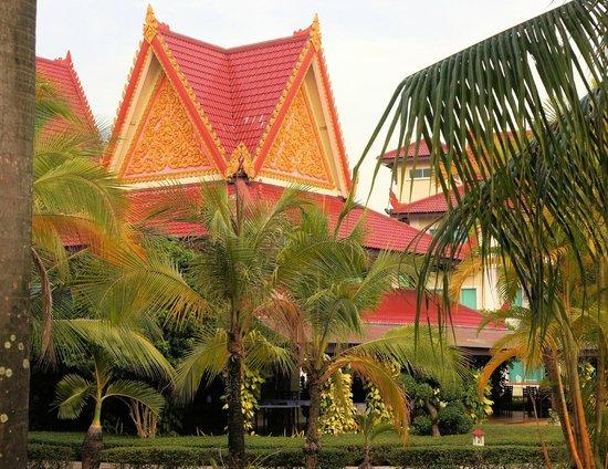 Sokha Beach Resort: Haupt- und Nebengebäude der Anlage