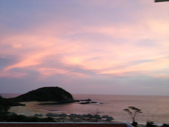 Secrets Huatulco Resort & Spa:                   sun Set