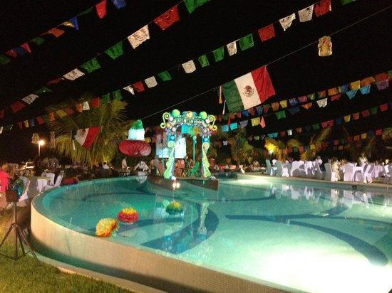 Secrets Huatulco Resort & Spa:                   fiesta mexicana