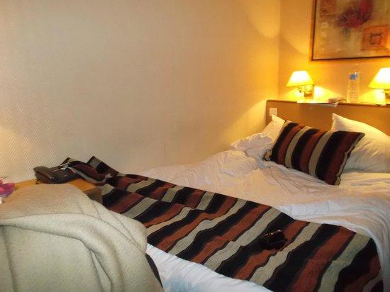 Qualys Hotel Apolonia Mouffetard Paris 5 :                   letto