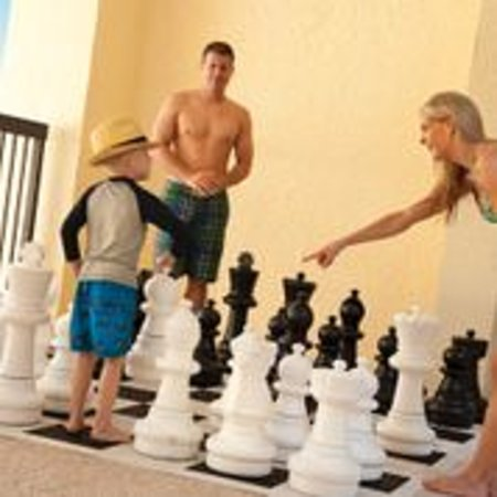 Compass Cove Oceanfront Resort: Giant Chess