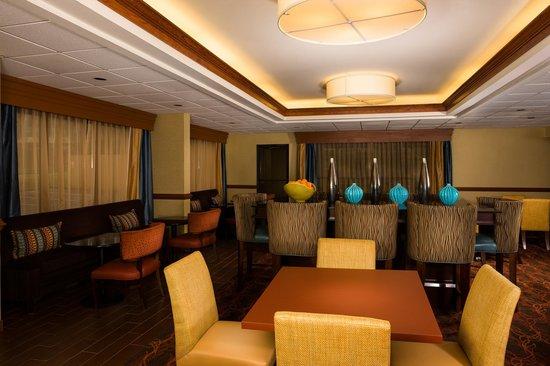 Hampton Inn Columbia : Perfect Mix Lobby and Breakfast Area