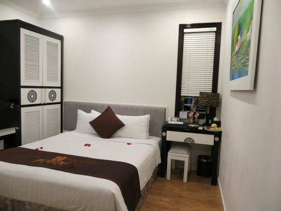 Hanoi Meracus Hotel 1:                   bedroom( widow has no view)