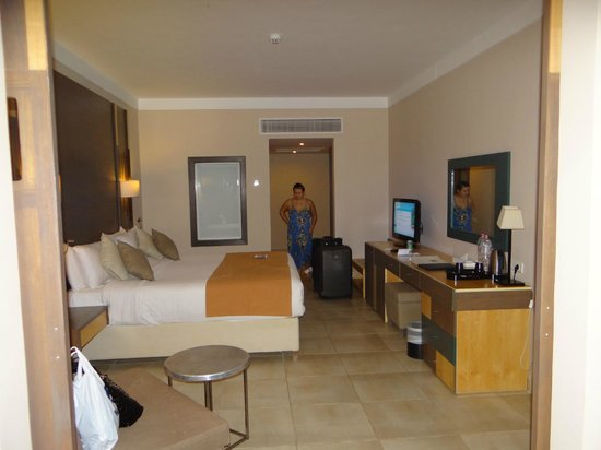 Coral Sea Aqua Club Resort:                   our room