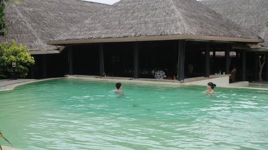 Adaaran Select Hudhuranfushi: Swim up bar