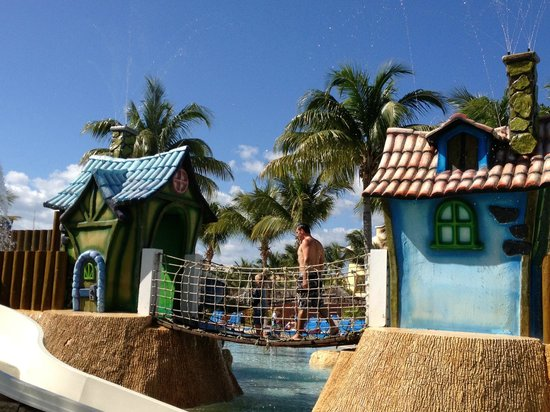 Barcelo Maya Tropical:                   Kids pool