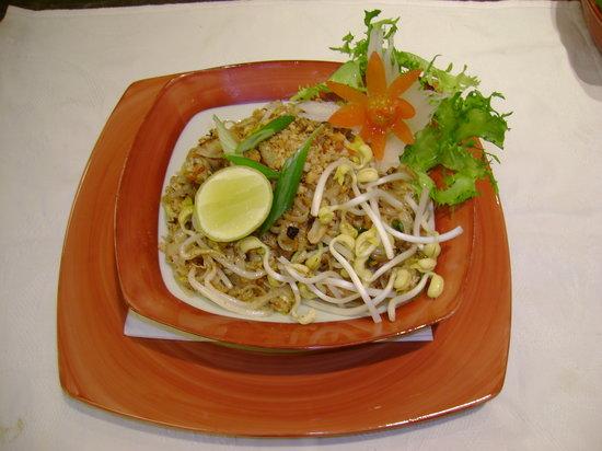 Thai Garden : phad thai (fried rice noodles)