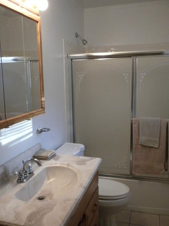 Anvil Campground: Cottage Bathroom