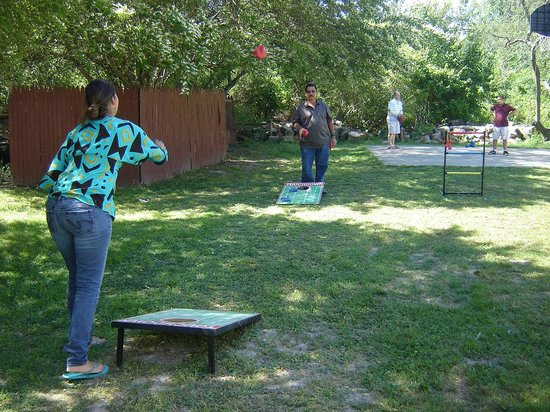 Anvil Campground: Cornhole and Basketball