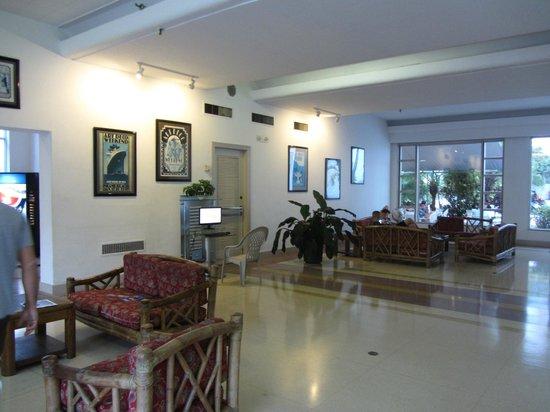 Tropics Hotel & Hostel: hall de l'hôtel