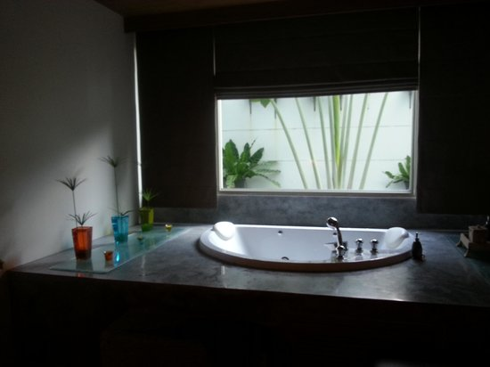 The Kee Resort & Spa:                   Jacuzzi in our room