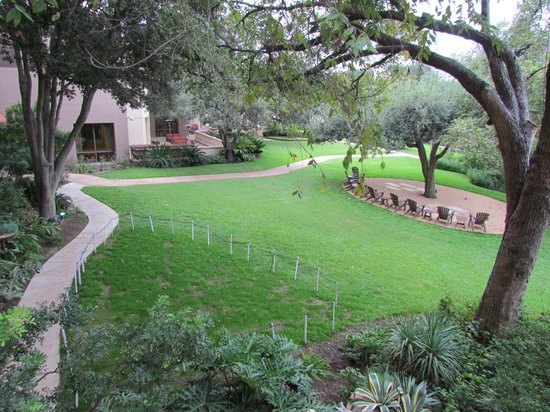 Four Seasons Hotel Austin: The Back Lawn