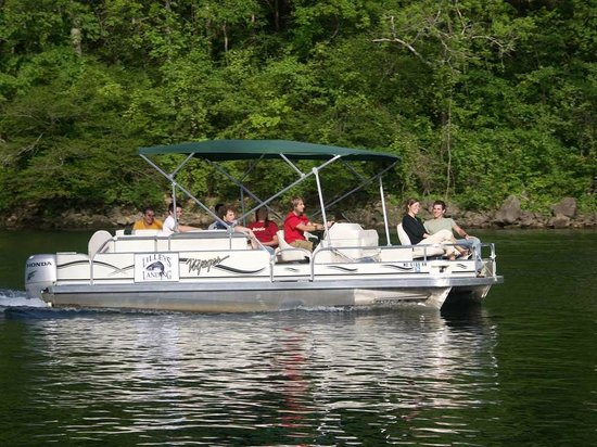 Lilleys' Landing Resort & Marina: Pontoons available for fishing or cruising for guests and public alike!