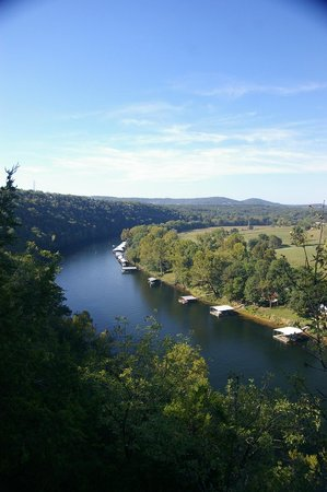 Lilleys' Landing Resort & Marina: Taneycomo runs like a river but is actually a lake.