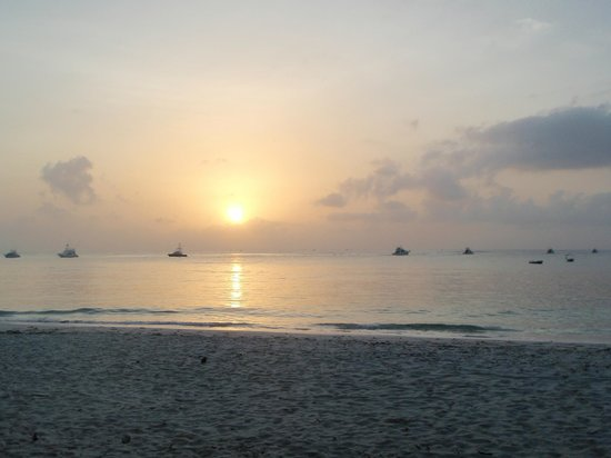Turtle Bay Beach Club:                   Sunrise, Watamu Beach