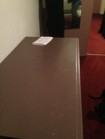 Hôtel Courchevel Olympic Madame Vacances  :                   Grubby furniture painted with brown paint, dirty carpet. Vile