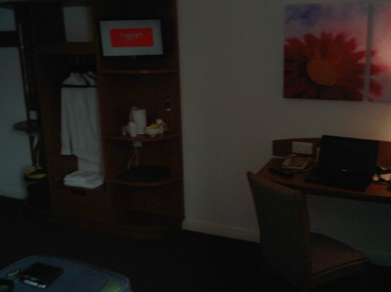Premier Inn London Southwark (Tate Modern) Hotel:                   the room ... sorry about poor quality ... realised after I left that I had no