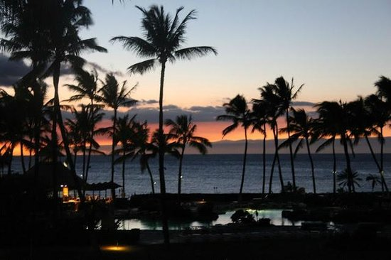 Fairmont Orchid, Hawaii: Just after sunset, looking just south of Maui westward.