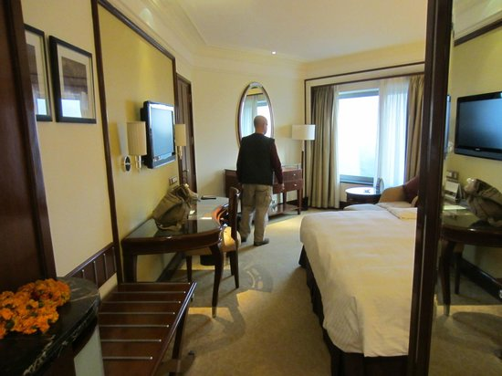 Shangri-La's Eros Hotel: Bedroom