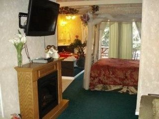 Honeymoon Hills Gatlinburg Cabin Rentals:                   garden of Eden cabin