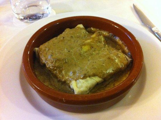 Braseria El Raco:                   canelones de ceps (boletus edulis) con salsa de ceps