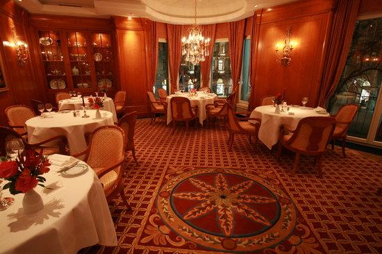 Restaurant Baur - spacious elegant comfortable