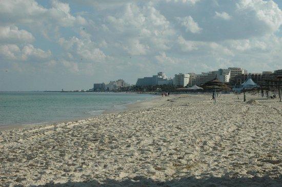 JAZ Tour Khalef Thalasso & Spa:                                     Hotel Khalef beach looking to Sousse