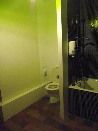 دومين دو نورماندو:                   WC                 