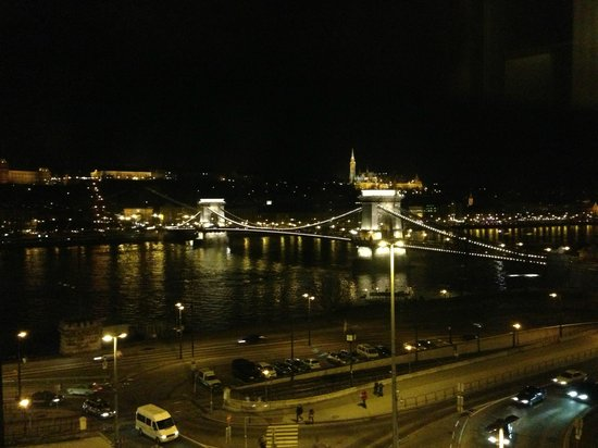 Sofitel Budapest Chain Bridge: View of Chain Bridge from room 522