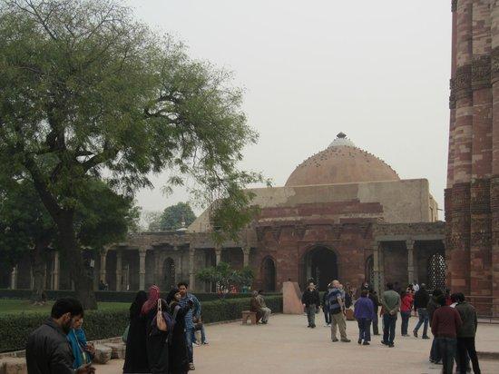 Qutab Minar: Quwwat-ul-Islam Masjid mosque